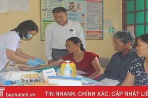 270 người dân Vũ Quang được lấy mẫu máu xét nghiệm viên gan B, C