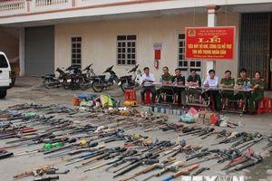 Tiêu hủy lượng lớn vũ khí tự chế, chất nổ thu hồi trong dân