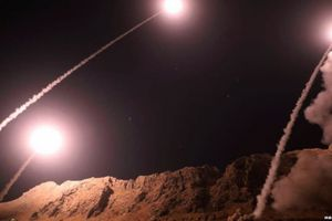 Mỹ chỉ trích Iran quá 'liều lĩnh' khi tấn công tên lửa vào Syria