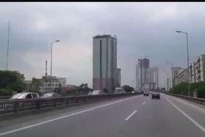 'Nữ ninja - đạp gió' lao ngược chiều trên đường cao tốc