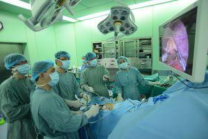 Nhiều bác sĩ nước ngoài đến Việt Nam học phẫu thuật nội soi