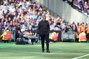 Lượt 2 vòng bảng Cúp C1: Real, Barca trút giận, Mourinho bị dồn đến chân tường