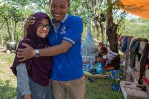 2 ngày đi tìm xác vợ sau trận động đất, người đàn ông trào nước mắt khi thấy người phụ nữ tập tễnh đến gần