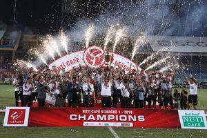 Vòng 25 V-League: Hà Nội FC đăng quang đầy thuyết phục