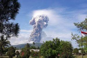 Indonesia: Núi lửa tiếp tục phun trào sau thảm họa động đất, sóng thần
