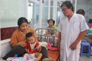 Bệnh viện ở Sài Gòn quá tải vì dịch chồng dịch