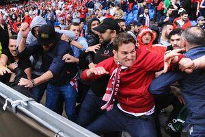 CĐV Liverpool bị hooligan đánh nhập viện ở Italy