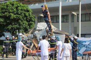 Cận cảnh lính cứu hỏa giải cứu người trong đám cháy giả định ở AEON Mall Long Biên