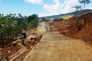 Tan nát tuyến đường trong dự án 1.400 tỉ đồng