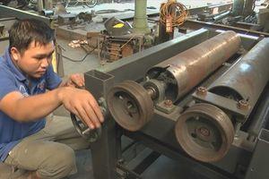 Chàng trai trẻ xứ Nghệ gây sửng sốt với những cỗ máy công nghiệp tự chế