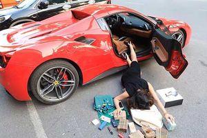 Muôn kiểu 'ngã sấp mặt' bên siêu xe của giới nhà giàu Việt