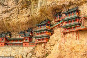 Bí ẩn ngàn năm trong ngôi chùa treo huyền bí nhất Trung Quốc