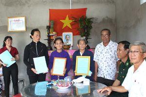 Trao nhà 'Đại đoàn kết' cho các hộ nghèo trên biên giới biển Tiền Giang