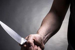 Bắt nam sinh viên cầm dao xông vào cửa hàng tiện ích cướp tiền