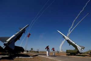 Vừa bị Mỹ cảnh cáo về đòn S-300 ở Syria, Nga phản ứng bằng nước cờ hiểm hơn