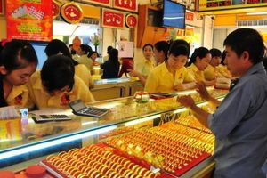Giá vàng hôm nay 3/10: Thị trường có biến, giá vàng tăng phi mã, vượt ngưỡng 1.200 USD/Ounce
