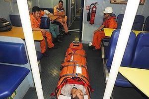 Cấp cứu một thuyền trưởng bị đau bụng dữ dội trên biển