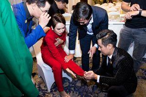 Phản ứng bất ngờ của Nguyên Khang khi thí sinh bị chuột rút trong sự kiện