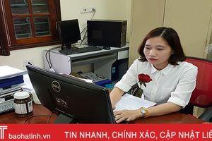 Nữ cán bộ bảo hiểm xã hội tận tụy với công việc
