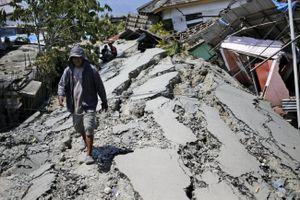 Núi lửa Indonesia phun trào ở vùng xảy ra động đất - sóng thần