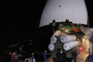 Cận cảnh Nga chuyển giao hệ thống phòng thủ tên lửa S-300 cho Syria