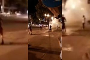 Người đàn ông lao vào ôm vợ cũ rồi kích nổ mìn tự chế