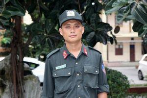Giây phút sinh tử đối mặt với kẻ ôm lựu đạn của Đại úy cảnh sát cơ động