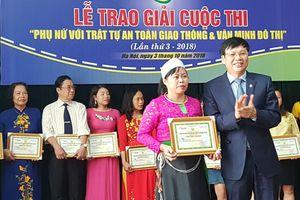 Hà Nội: Nhiều cách làm hay từ cuộc thi viết về phụ nữ với an toàn giao thông, văn minh đô thị