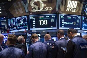 Trước sức ép thương mại toàn cầu, Dow Jones vẫn lập kỷ lục mới lần thứ 14 trong năm
