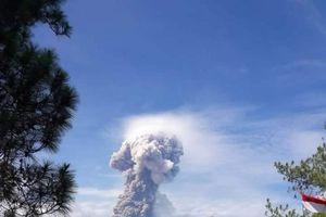 Indonesia: Lại đối mặt với núi lửa phun trào sau động đất, sóng thần