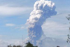 Sau động đất và sóng thần, Indonesia lại rung chuyển vì núi lửa phun trào
