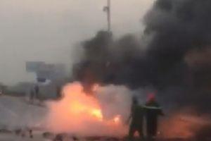 Hà Nội: Xe container bốc cháy ngùn ngụt trên cầu Thanh Trì