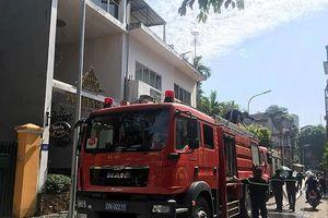 Giải cứu kịp thời 3 người mắc kẹt trong vụ cháy thẩm mỹ viện ở Hà Nội