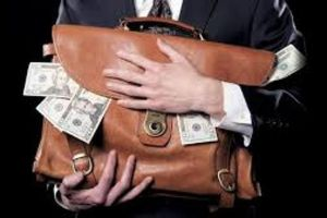 Bị bắt vì 'giếm' tiền bán bảo hiểm