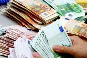 Tỷ giá trung tâm tiếp tục tăng, giá trao đổi USD trên thị trường tự do giảm mạnh