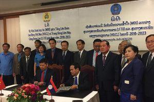 Tổng LĐLĐVN tặng 5.000 USD cho đoàn viên CĐ Lào bị thiệt hại trong thảm họa vỡ đập thủy điện