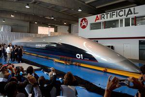 Khoang tàu chở khách công nghệ hyperloop đầu tiên ra mắt ở Tây Ban Nha