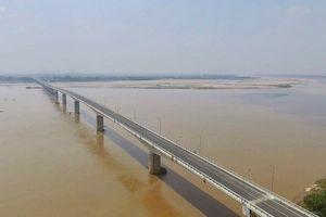 Cận cảnh cầu Văn Lang 1.460 tỉ bắc qua sông Hồng trước ngày thông xe