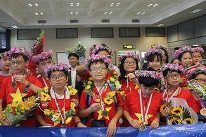 Đoàn học sinh Việt Nam đạt thành tích cao nhất trong lịch sử tham dự IMSO với 8 huy chương vàng