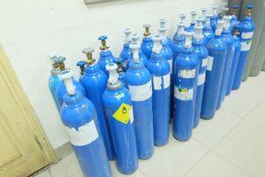 Hà Nội: Tiêu hủy hơn 200 bình khí bơm bóng cười