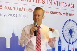 Tân Đại sứ Anh nói về Đà Nẵng, hợp tác quốc phòng Anh - Việt, mạng xã hội, và... bóng đá