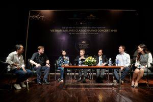 Elim Chan chia sẻ về bước ngoặt từ bác sĩ sang làm nhạc trưởng