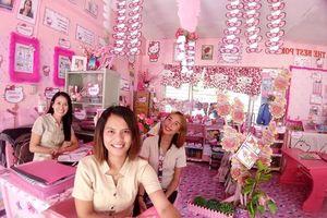 Giáo viên biến lớp học nhạt nhẽo thành căn phòng màu hồng chủ đề Hello Kitty