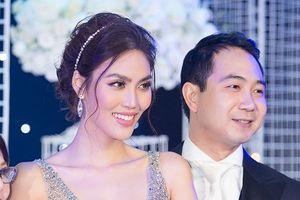 Lan Khuê xinh đẹp rạng rỡ trong lễ cưới với John Tuấn Nguyễn