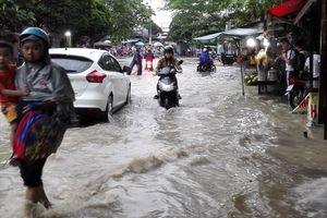 Biên Hòa: Mưa lớn, nhiều tuyến đường ngập thành 'sông'