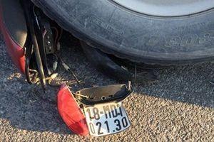 Tin tức tai nạn giao thông nóng nhất 24h: Va chạm với xe tải, nữ công nhân tử vong thương tâm