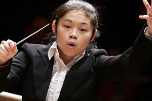 Tối nay, nữ nhạc trưởng Elim Chan chào Hà Nội với đêm nhạc giao hưởng ở Hồ Gươm