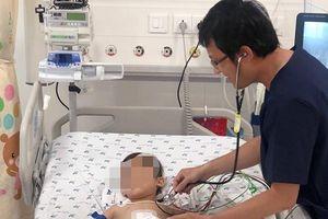 Dùng mạch máu làm 'cầu' cứu sống bé trai liên tục nôn ra máu