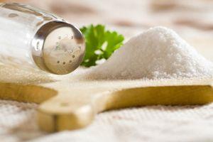 Những lợi ích ít người biết của việc ăn muối chừng mực