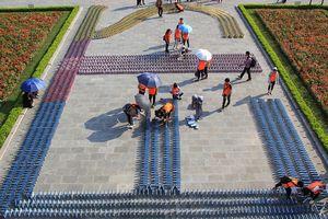 Một trăm người xếp Domino sách kỷ lục Việt Nam trước cổng Hoàng Thành Thăng Long